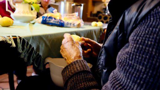 Breve reflexión sobre la reinserción social de las personas mayores