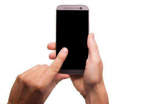 Smartphone para personas mayores: teléfonos útiles y consejos